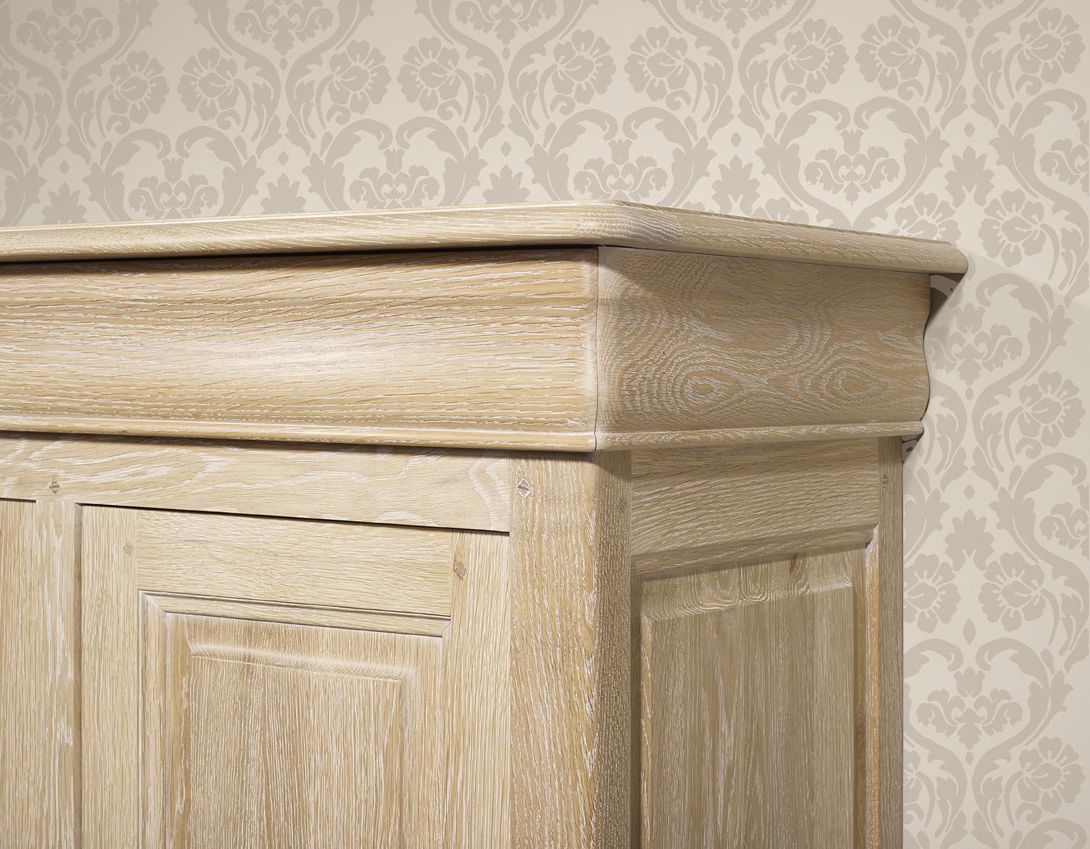 meuble en chne bassette 2 portes 3 tiroirs ralise en chne. Black Bedroom Furniture Sets. Home Design Ideas